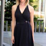 2020 Siyah Kısa Abiye Elbise Modelleri Kolsuz V Yakalı Yandan Bağlamalı Kloş Etekli