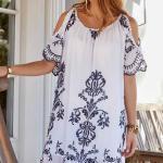 Bohem Elbise Modelleri Beyaz Kısa Geniş Yaka Kısa Kol Omzu Açık Nakış İşlemeli
