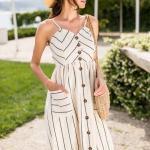 2020 Günlük Keten Elbise Modelleri Bej Dizaltı İp Askılı Düğmeli Ön Cepli Çizgi Desenli