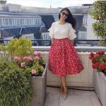 Yazlık Şık bayan kıyafet Kombinleri Kırmızı Midi Desenli Kloş Etek Krem Kısa Kollu Fırfırlı Bluz