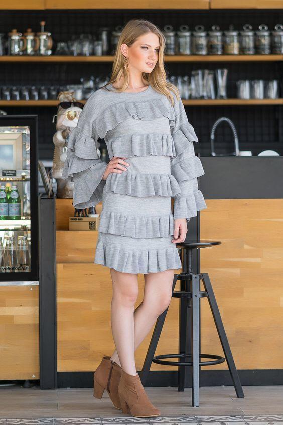 2019 Triko Elbise Modelleri Gri Kısa İspanyol Kol Frfırlı Katman Detaylı