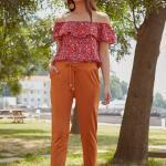 2019 Şık Kombinler Hardal Cepli Pantolon Kırmızı Karmen Yaka Desenli Gömlek