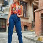 2019 Şık Kombinler Mavi Bol Kesim Kot Pantolon Turuncu Kolsuz V Yakalı Çiçek Desenli Gömlek