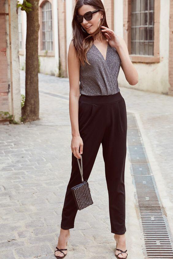 2019 Şık Kombinler Siyah Cepli Pantolon Gri V Yakalı Kolsuz Simli Bluz