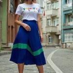 2019 Şık kombinler Saks Mavi Midi Plise Etek Beyaz Kısa Kol Yazılı Tişört