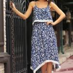 Asimetrik Elbise Modelleri Lacivert Askılı Geniş Yuvarlak Yaka Desenli
