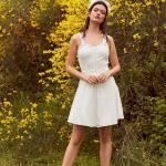 En Güzel 2020 Beyaz Elbise Modelleri Kısa Askılı Kalp Yaka Fırfır Detaylı