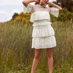 En Güzel 2020 Beyaz Elbise Modelleri Kısa Kapalı Fırfırlı Yaka Kısa Kol Katlı Etek