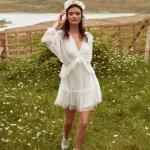 En Güzel 2020 Beyaz Elbise Modelleri Kısa V Yakalı Uzun Kollu Puantiyeli