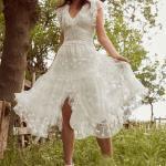 En Güzel 2020 Beyaz Elbise Modelleri Midi Kolsuz V Yakalı Büzgülü Önden Yırtmaçlı