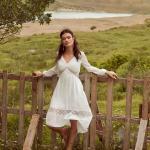 En Güzel 2020 Beyaz Elbise Modelleri Midi V Yakalı Uzun Kollu Dantel Detaylı
