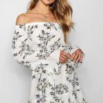 Kloş Elbise Modelleri Beyaz Kısa Omzu Açık Uzun Kollu Çiçek Desenli