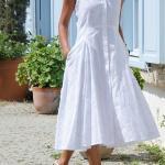 Kloş Elbise Modelleri Beyaz Midi Kolsuz Önden Düğmeli Cepli