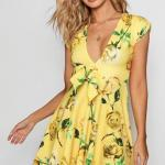 Kloş Elbise Modelleri Sarı Kısa Japone Kol Derin V Yakalı Desenli