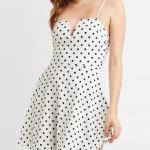 Mini Gece Elbise Modelleri - Beyaz Kısa Askılı Yırtmaçlı Yaka Puantiyeli