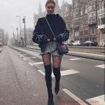 2019 Balıkçı Yaka Kazak Kombinleri Siyah Mini Kruvaze Fırfırlı Desenli Etek Siyah Boğazlı Kazak Siyah Deri Ceket