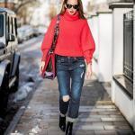 2019 Bi Pantolon Bi Kazak İle Şık Kombinler Mavi Yırtık Kot Pantolon Kırmızı Boğazlı Salaş Kazak