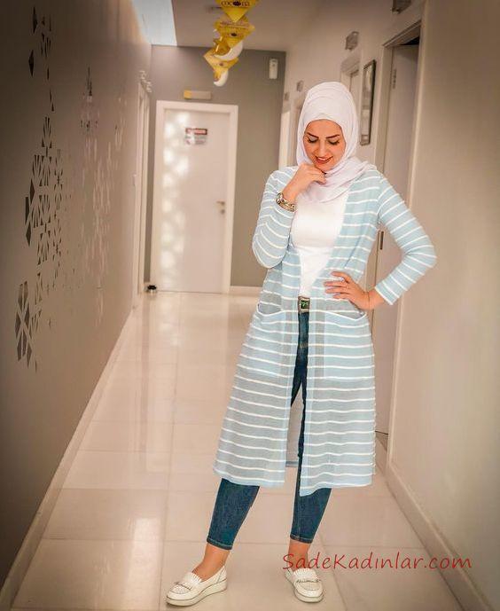 2019 En Şık Tesettür Kombin Mavi Kot Pantolon Beyaz Bluz Mavi Uzun Çizgili Hırka