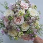 2019 Gelin Buketi Modelleri Pembe Beyaz Karışık Gül ve Küçük Çiçek Detaylı