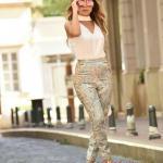 2019 Tarz Kombinler Yeşil Desenli Pantolon Ekru V Yakalı Kolsuz Bluz Outfits