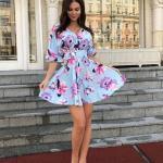 2019 Çiçek Desenli Elbise Modelleri Mavi Kısa V Yakalı Kısa Kol Kloş Etekli