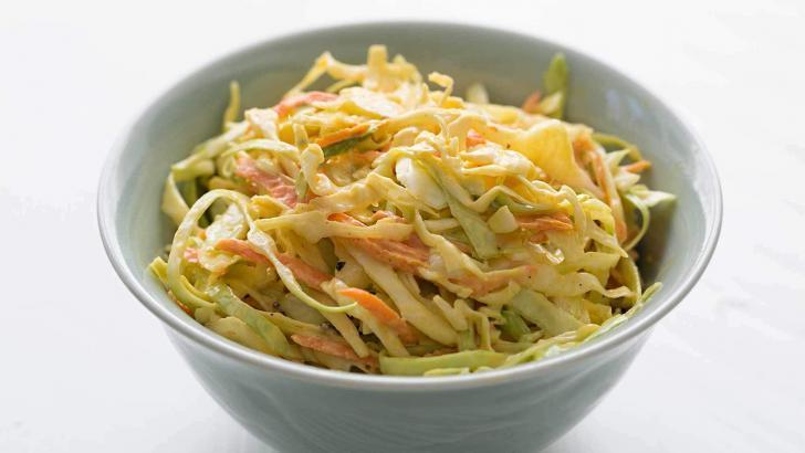 Coleslaw Salata Baharatlı Çıtır Tavukların Vazgeçilmez Salatası