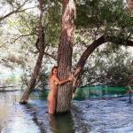 Tuğba Özay'ın Bikinili Fotoğraflarına Çok Sayıda Yorum ve Beğeni Yağdı
