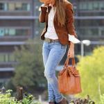 2021 Sonbahar Kış Moda Trendleri ve Moda Renkleri - Mavi Skinny Jean Pantolon Beyaz Gömlek Kahverengi Kısa Ceket