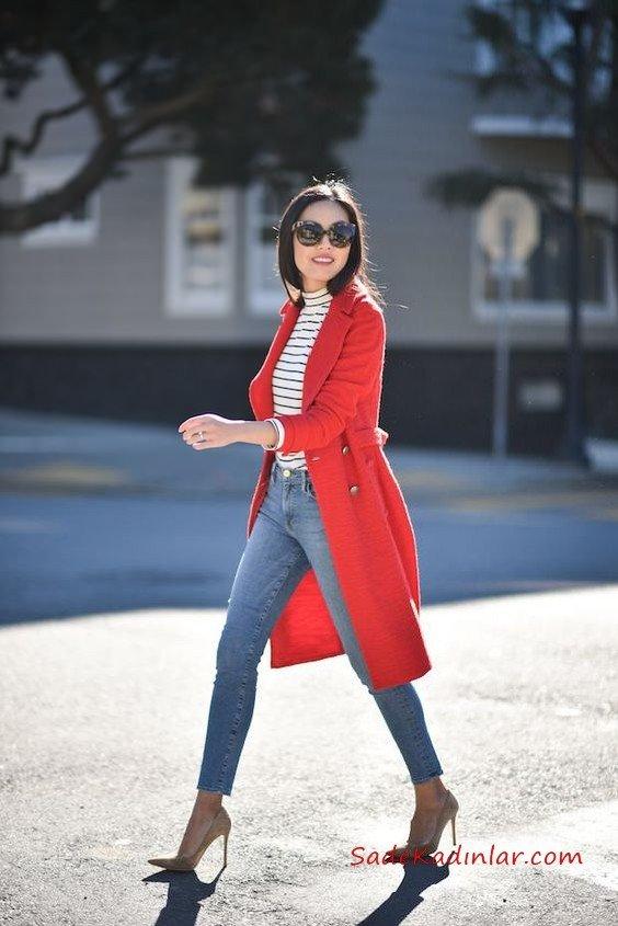 2019 Sonbahar Kış Moda Trendleri ve Moda Renkleri - Mavi Skinny Kot Pantolon Beyaz Çizgili Bluz Kırmızı Uzun Ceket