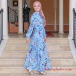 2020 Tesettür Elbise Modelleri Mavi Uzun Önden Düğmeli Kloş Etekli Çiçek Desenli