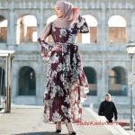 2020 Tesettür Elbise Modelleri Mürdüm Uzun Kolları ve Etekleri Fırfır Detaylı Desenli