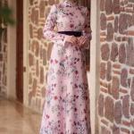2020 Tesettür Elbise Modelleri Pembe Uzun Yarım Balıkçı Yaka Çiçek Desenli