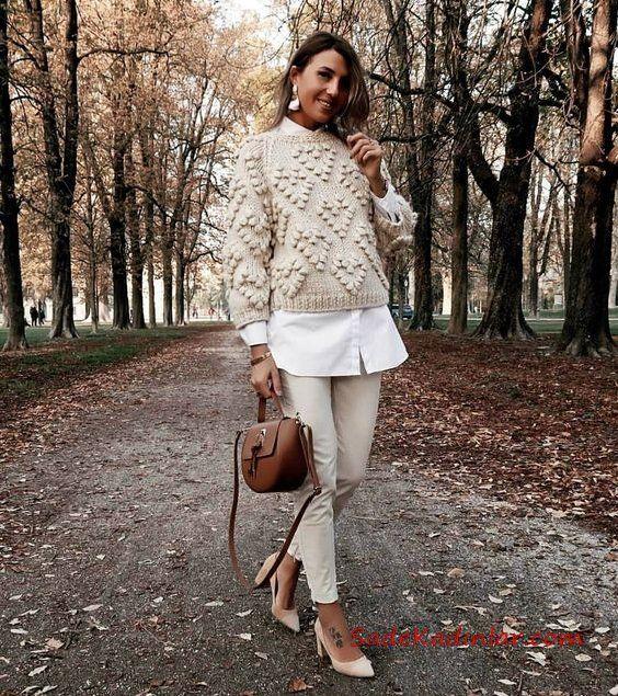 2021/2022 Sonbahar Kış Bayan Kombin Önerileri Krem Skinny Pantolon Beyaz Gömlek Krem Örgü Kazak