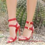 2019 Yazlık Topuklu Ayakkabı Modelleri Kırmızı Bantlı Küçük Metal Aksesuarlı Tokalı