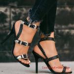 2019 Yazlık Topuklu Ayakkabı Modelleri Siyah Bantlı Toka Aksesuarlı