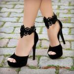 2019 Yazlık Topuklu Ayakkabı Modelleri Siyah Bilekten Dantel Detaylı Tokalı