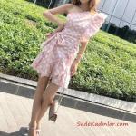 2020 Puantiyeli Elbise Modelleri Pudra Kısa Tek Omzu Açık Fırfır Detaylı Kumaş Kemerli