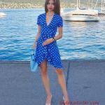 2020 Puantiyeli Elbise Modelleri Saks Mavi KIsa V Yakalı Kısa Kol Fırfırlı Kruvaze Etekli