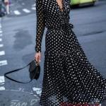 2020 Puantiyeli Elbise Modelleri Siyah Uzun V Yakalı Düğme Detaylı Uzun Kol Kloş Etek