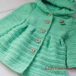 Çocuk Hırka Modelleri Yeşil Kapşonlu Önden Düğmeli Örnekli