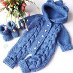 Örgü Bebek Tulum Modelleri Mavi Düğmeli Kapşonlu Saç Örgülü