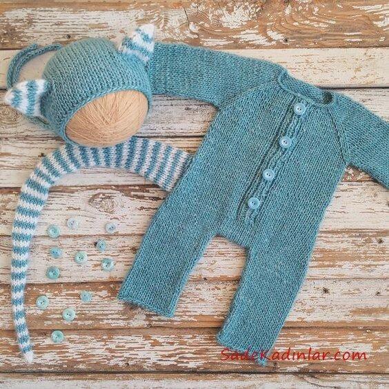 Örgü Bebek Tulum Modelleri Mavi Önden Düğmeli Uzun Kuyruk Aksesuarlı