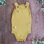 Örgü Bebek Tulum Modelleri Sarı Askılı Alttan ve Askılardan Yıldız Düğmeli
