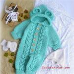 Örgü Bebek Tulum Modelleri Yeşil Düğmeli Kapşonlu Kulaklı Saç Örgülü