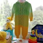 Örgü Bebek Tulum Modelleri Yeşil Kapşonlu Düğmeli Saç Örgülü Ombre