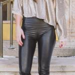 2019 Deri Tayt Kombinleri Siyah Deri Tayt Vizon Tek Omzu Açık Salaş Bluz Siyah Stiletto Ayakkabı