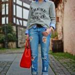 2019 Gömlek Kazak Kombinleri Mavi Yırtık Kot Pantolon Mavi Gömlek Gri Kazak Kırmızı Stiletto Ayakkabı