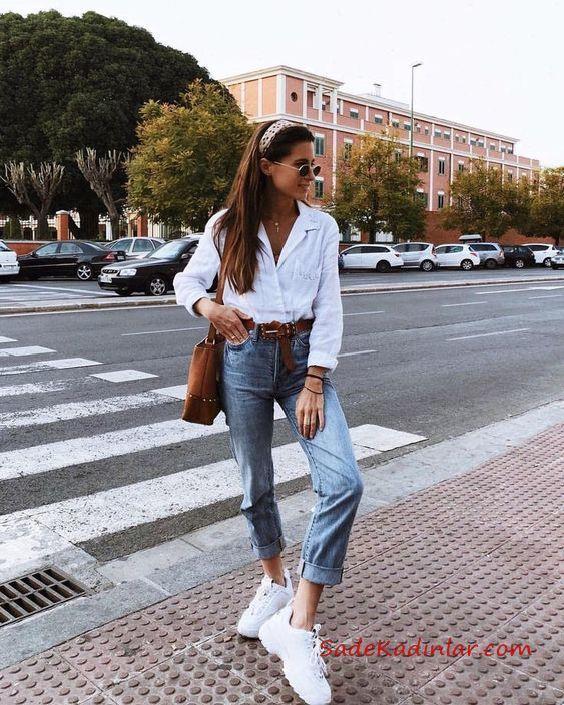 2019 Mom Jean Kombinleri Mavi Mom Jeans Beyaz Uzun Kol Gömlek Beyaz Spor Ayakkabı