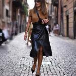 2020 Deri Etek Kombinleri Siyah Midi Yırtmaçlı Deri Etek Yeşil Bluz Siyah Stiletto Ayakkabı