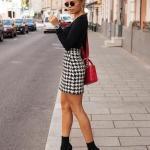 2019 Kış Kombinleri Beyaz Kısa Pöti Kareli Etek Siyah Bluz Siyah Topuklu Bot
